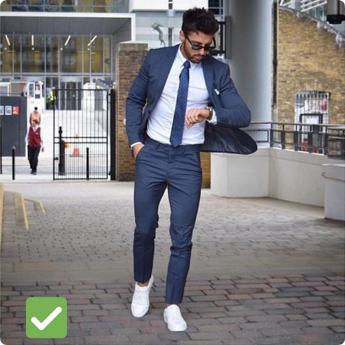 Кэжуал пиджак джинсы кроссовки