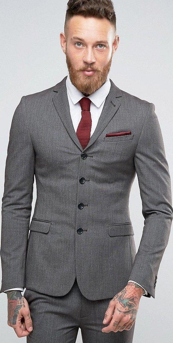 Серый классический костюм мужской