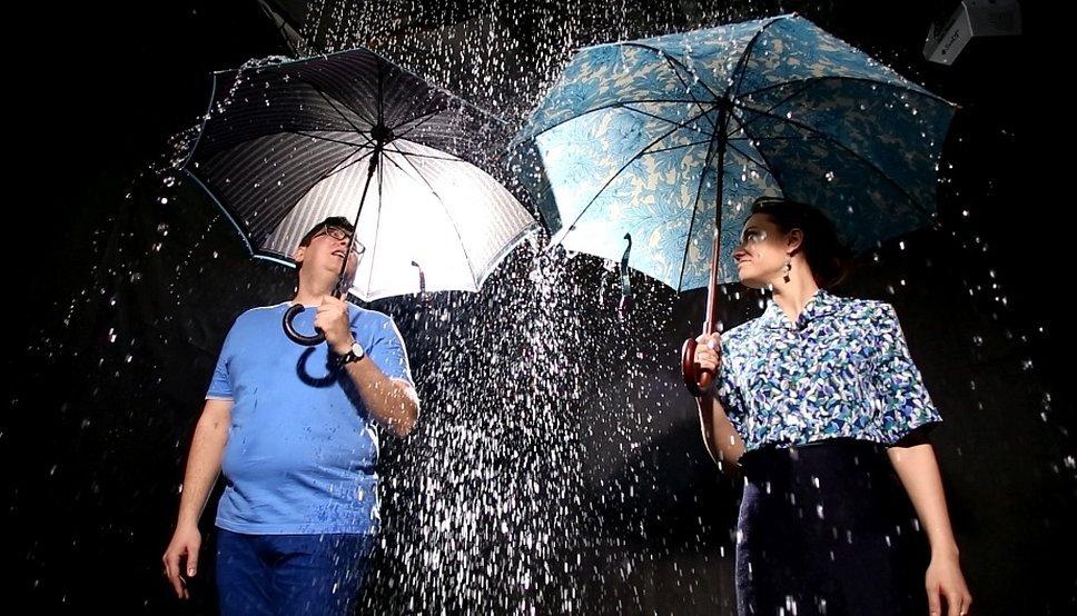 Зонтик под дождем