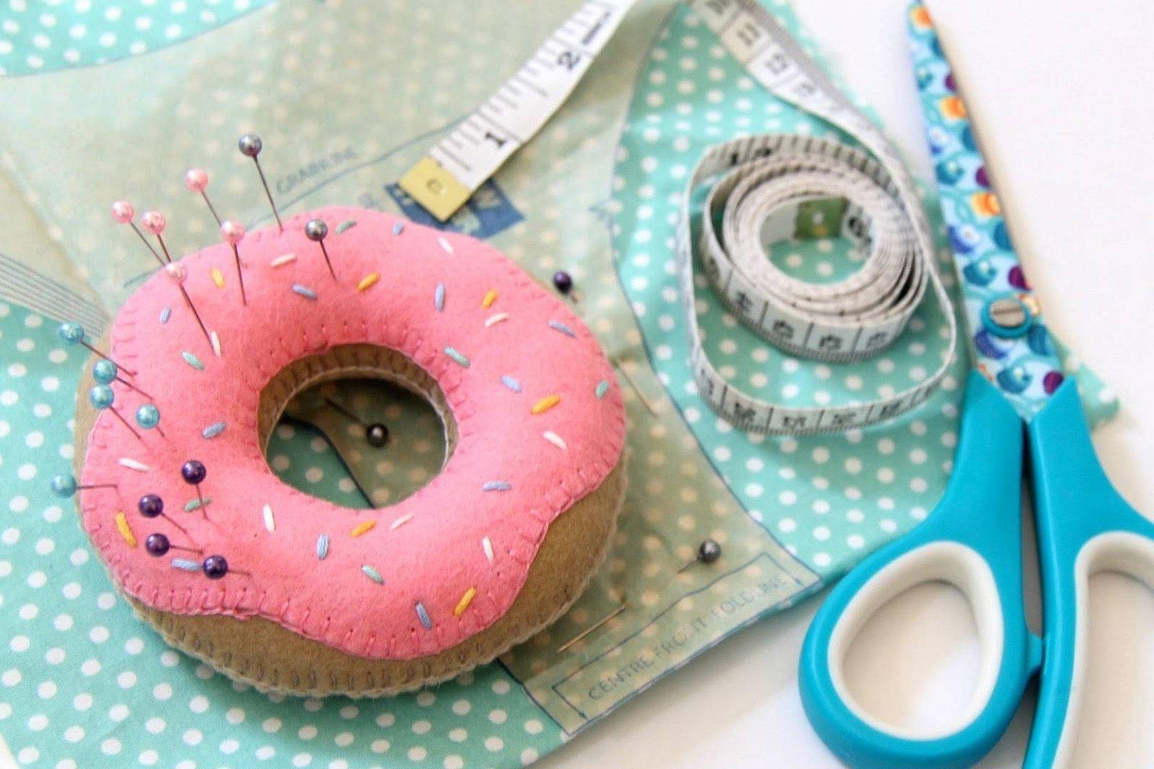Вышивка для игольницы пончик