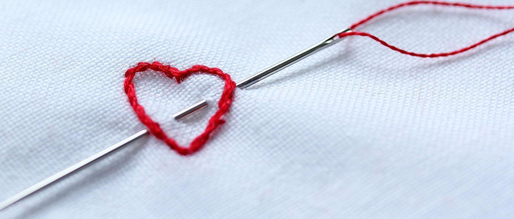 Вышивка с иглой и нитками