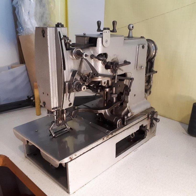 Петельная швейная машина старая