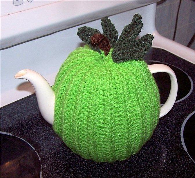 Грелка на чайник вязаная крючком яблоко