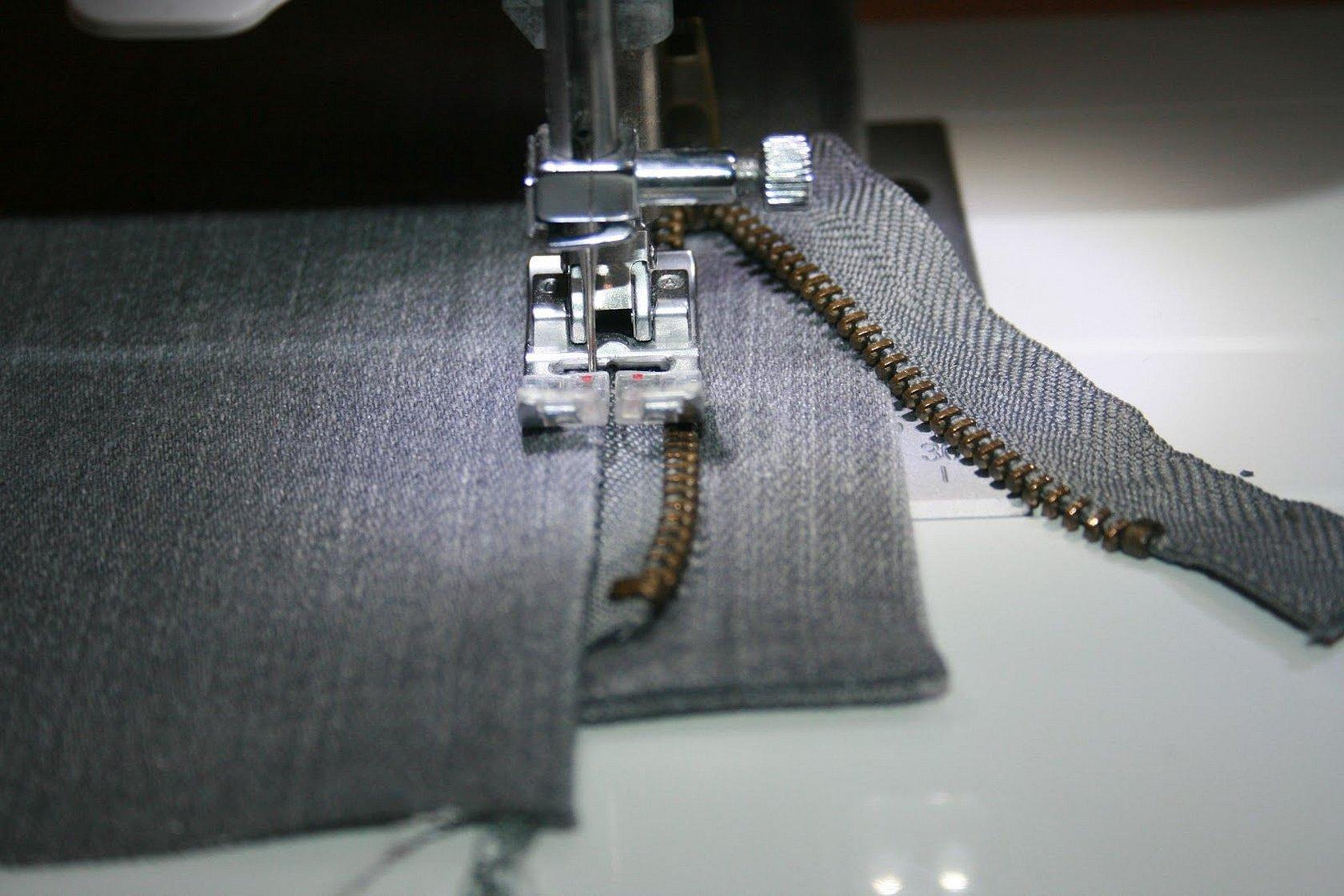 Лапка для пришивания потайной застежки молнии