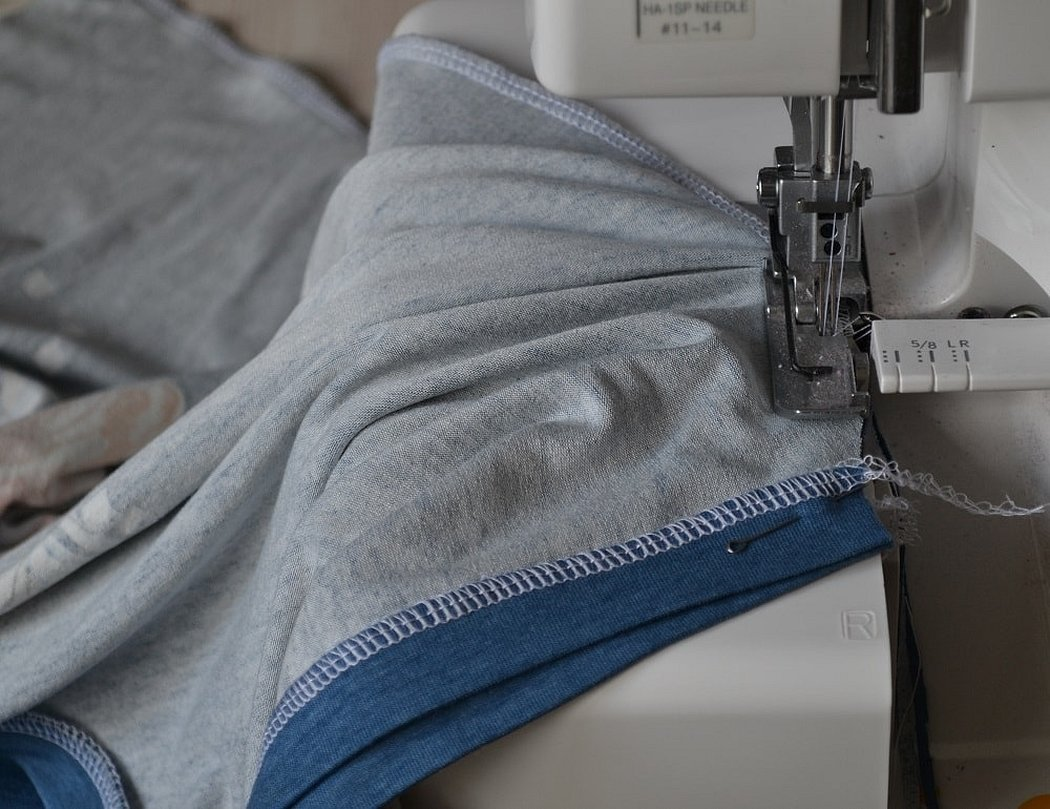 Обработка края ткани на машинке