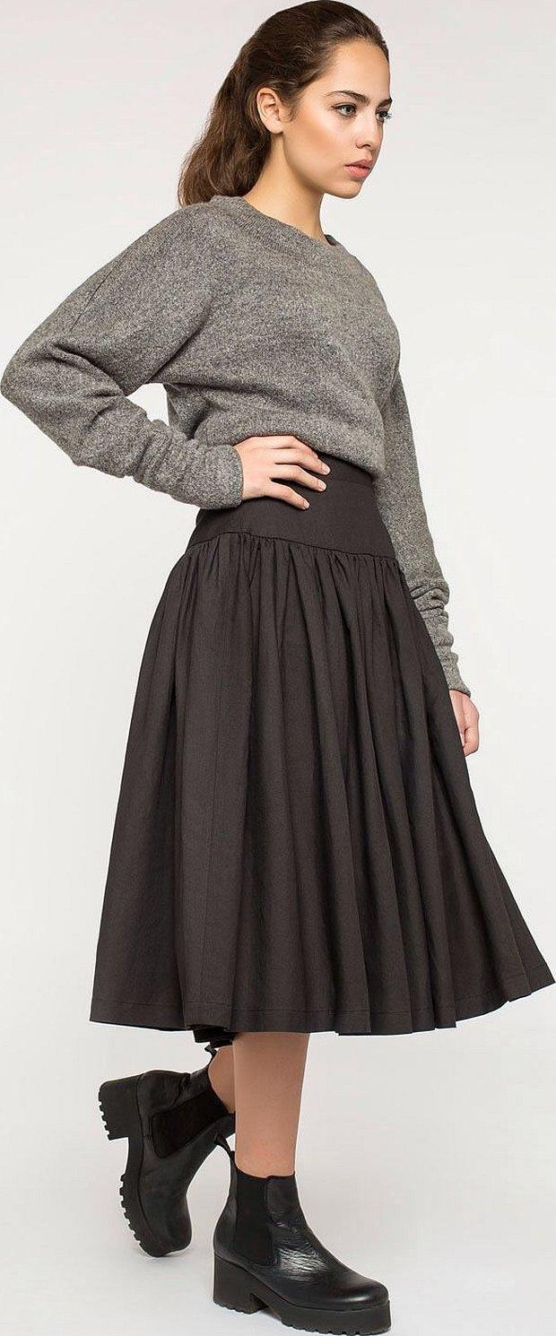 Трикотажная плиссированная серая юбка