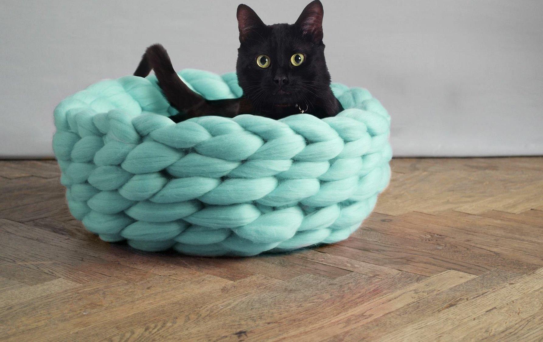 Лукошко для кошки из толстой пряжи мериноса