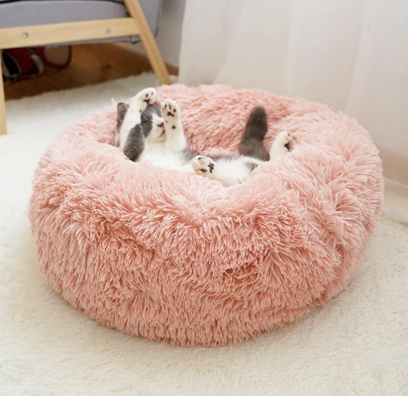 Пушистая круглая кровать для кошки