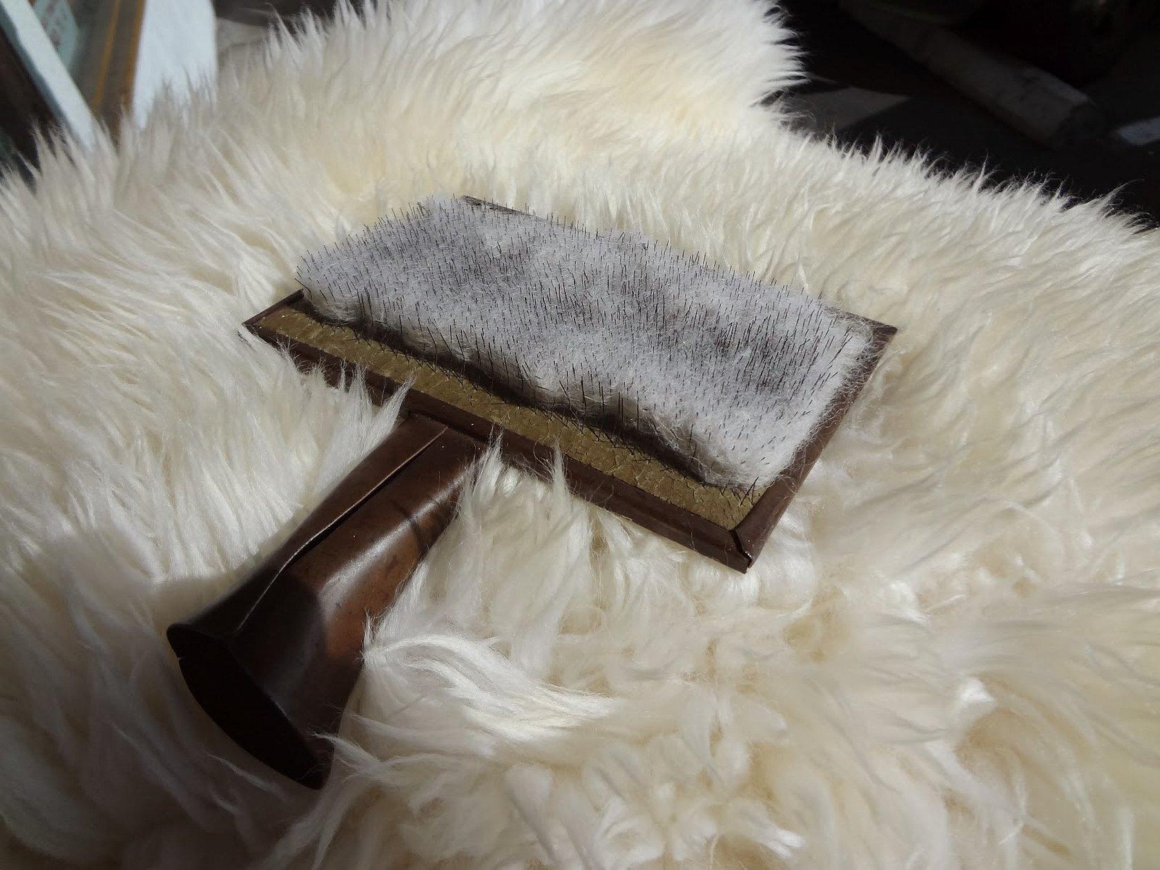 Щетка для меха овчины