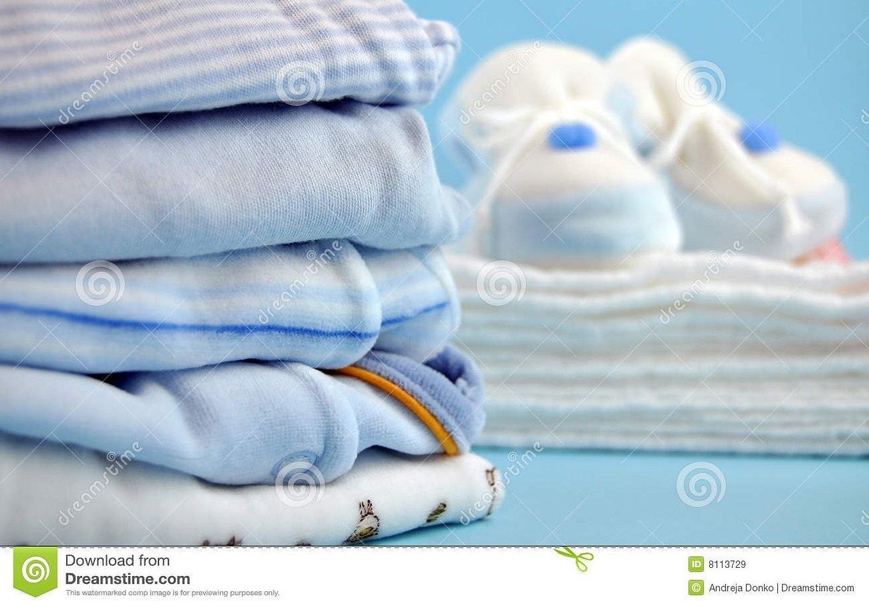 Стопка детской одежды для новорожденных