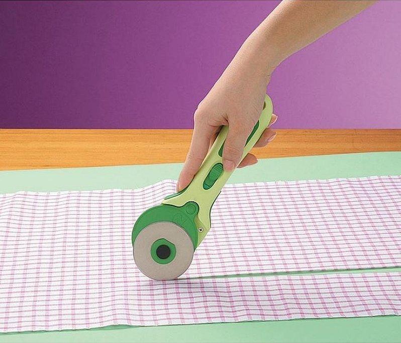 Роликовый нож для раскроя ткани