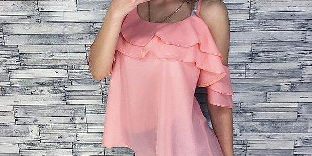 Розовая блузка рукава крылышки