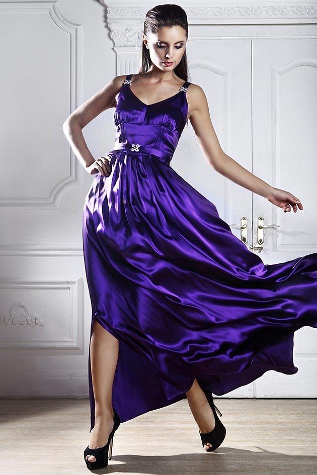 Вечернее платье пурпурного цвета