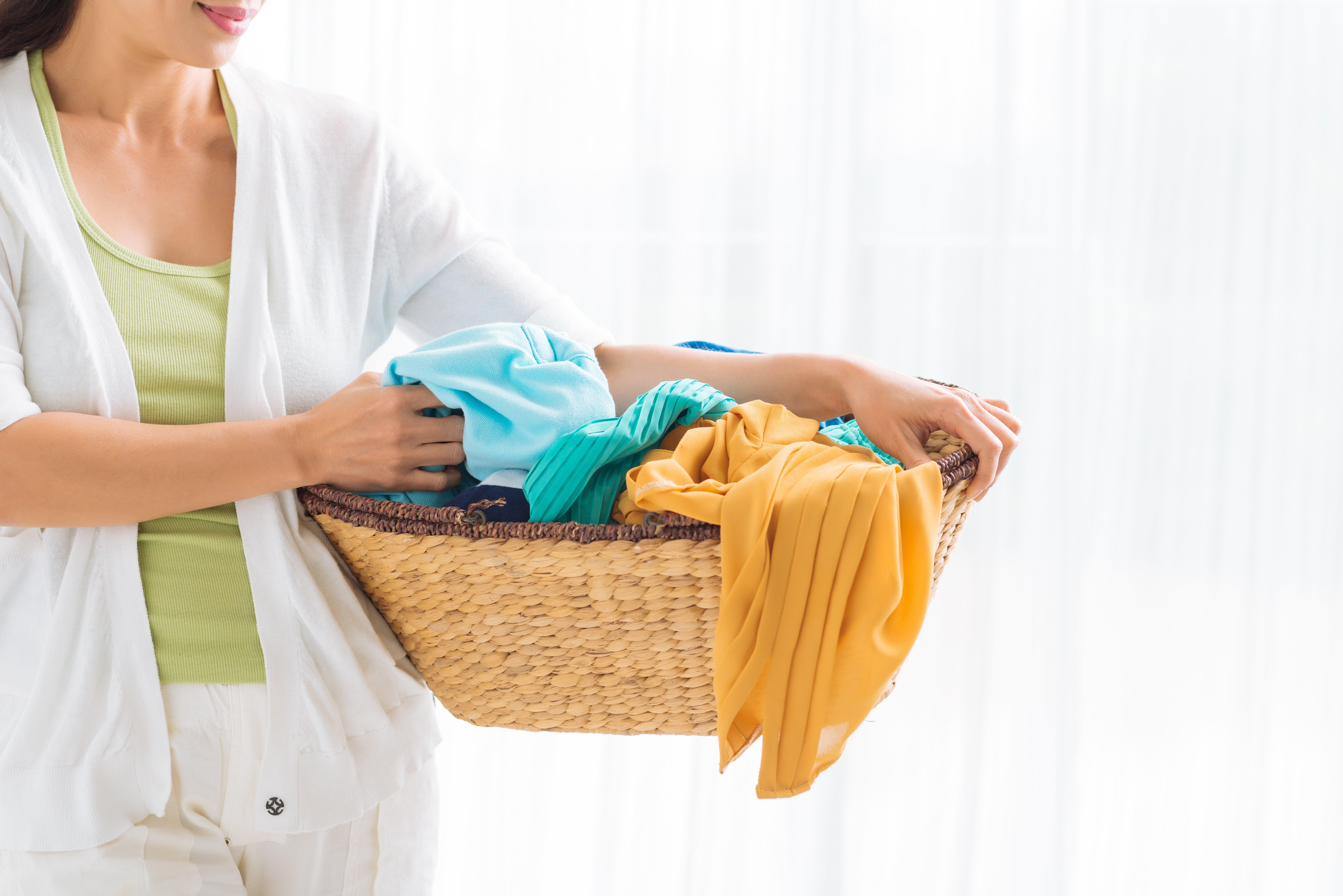 Чистое постиранное белье в цветах