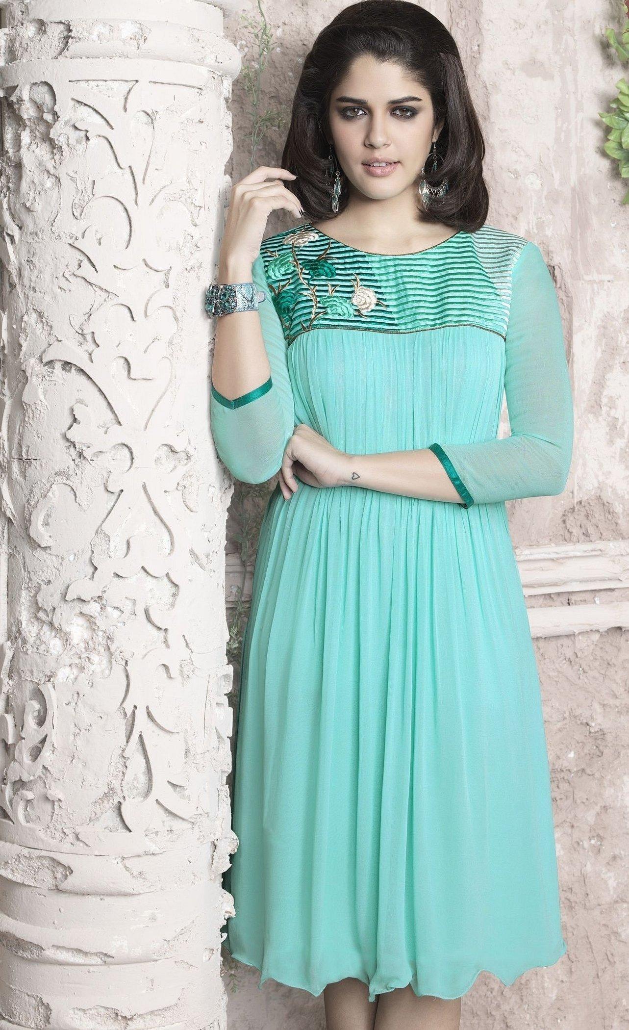 Мятное платье в греческом стиле