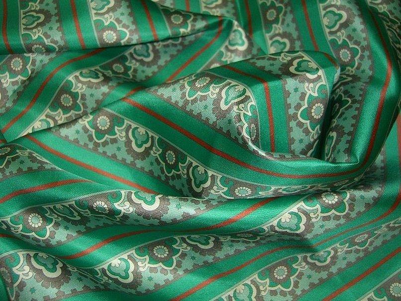 Платок шёлковый натуральный зелёный