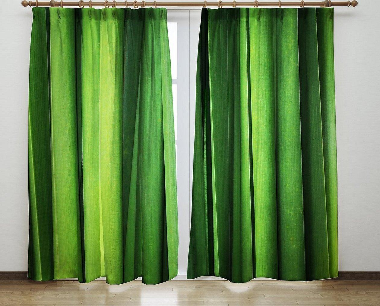 Зеленые шторы на белом фоне