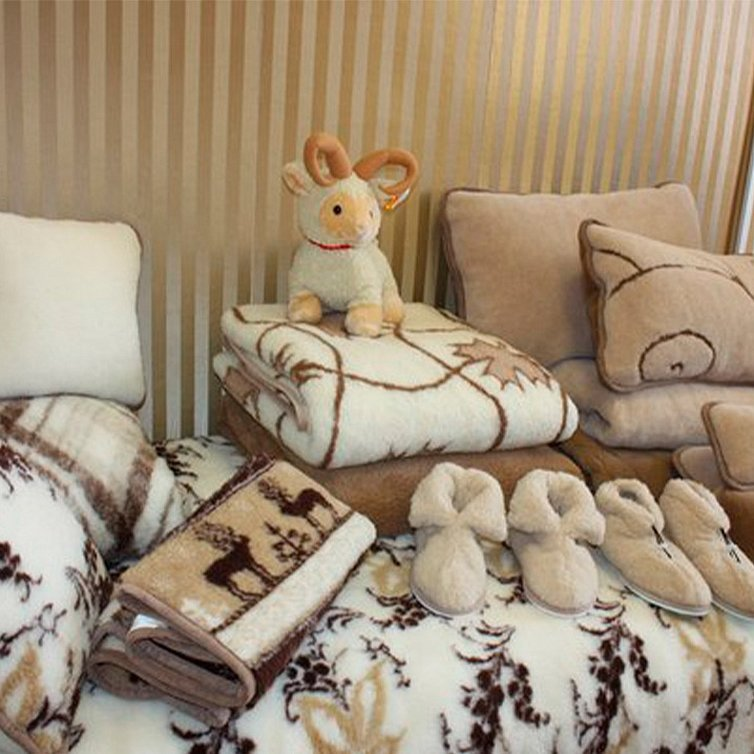 Плед и подушки из шерсти австралийского мериноса
