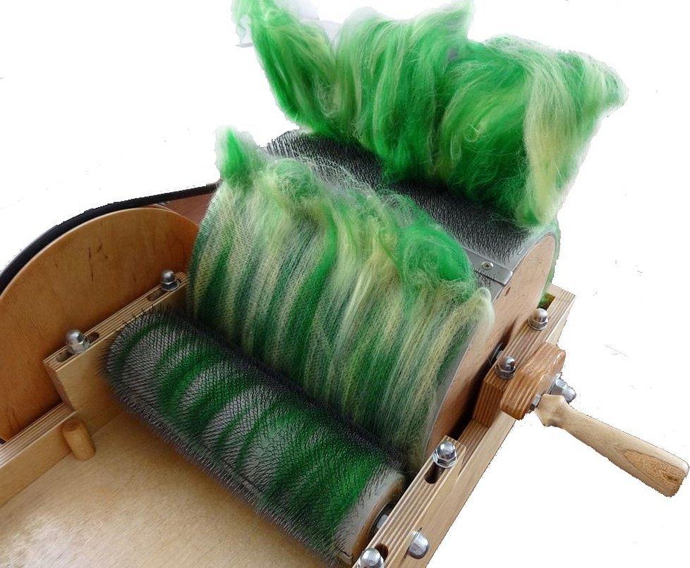 Аппарат для пряжи шерсти овец