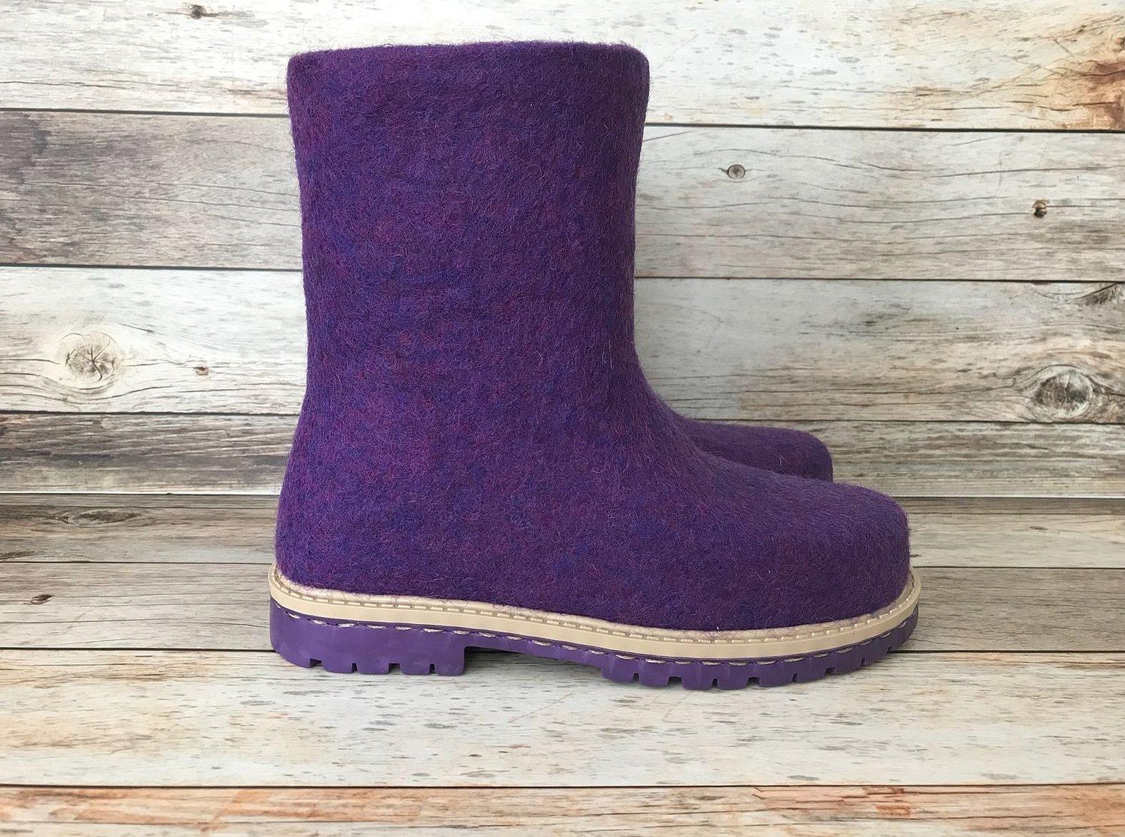Валяные сапожки фиолетовые
