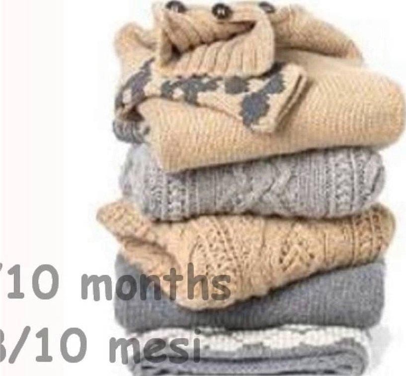 Стопка шерстяных свитеров