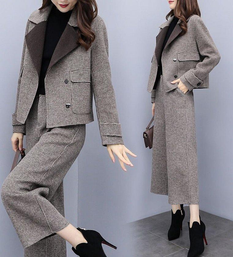 Женский костюм с брюками из твида
