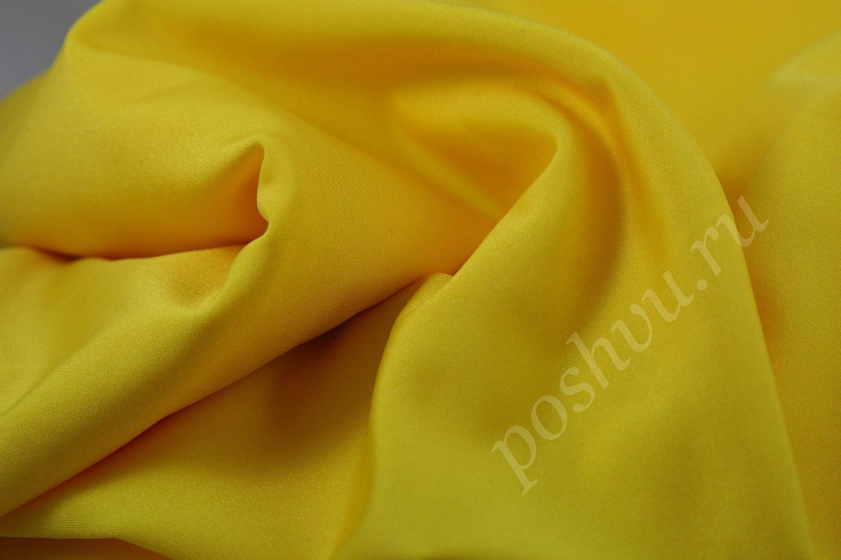 Тканью габардин лимонного цвета