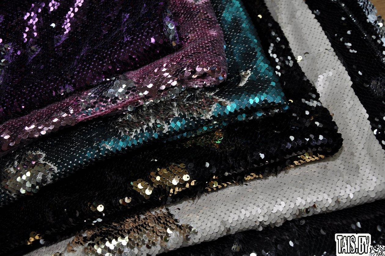 Пурпурная ткань с пайетками