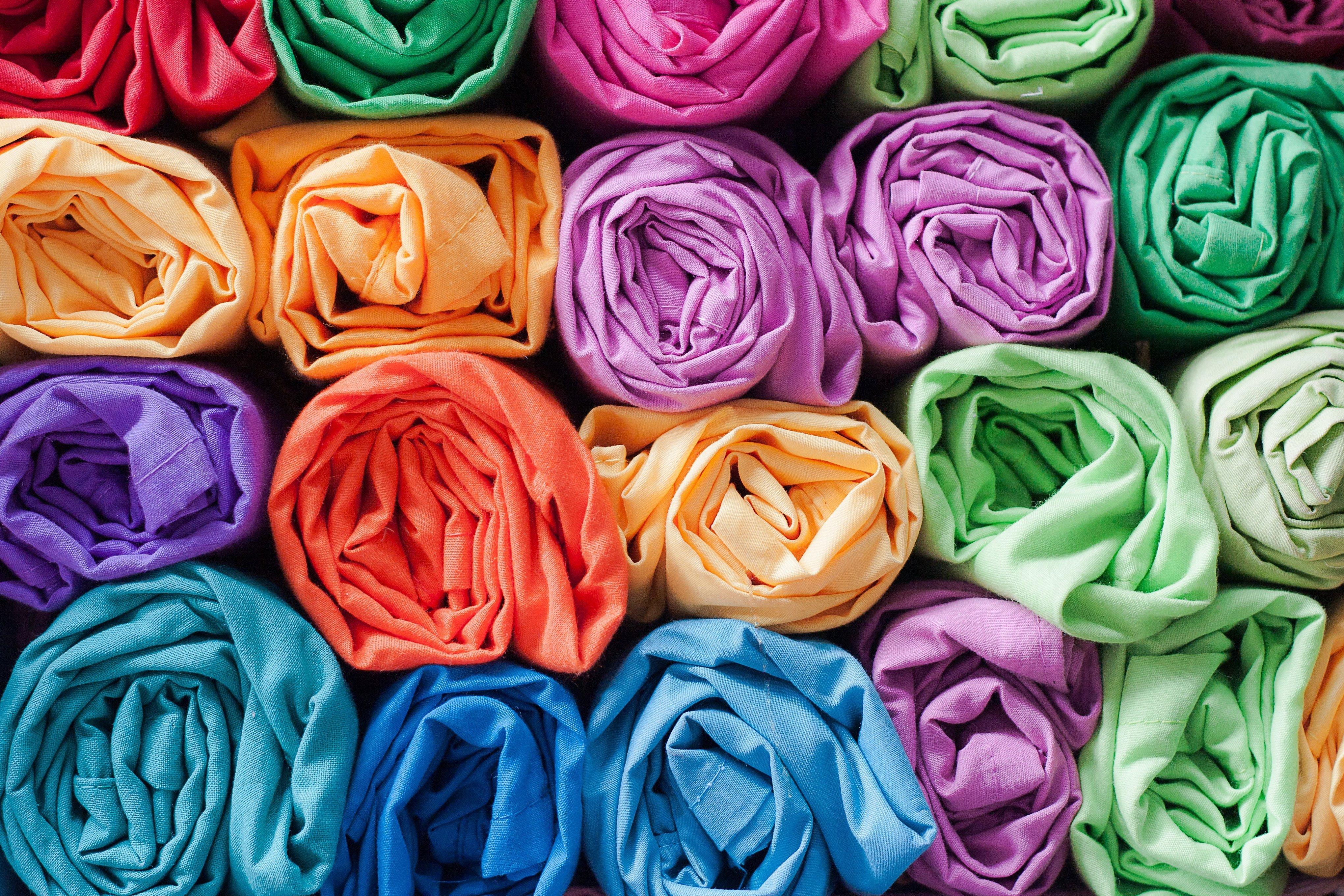 Рулоны ткани красивое