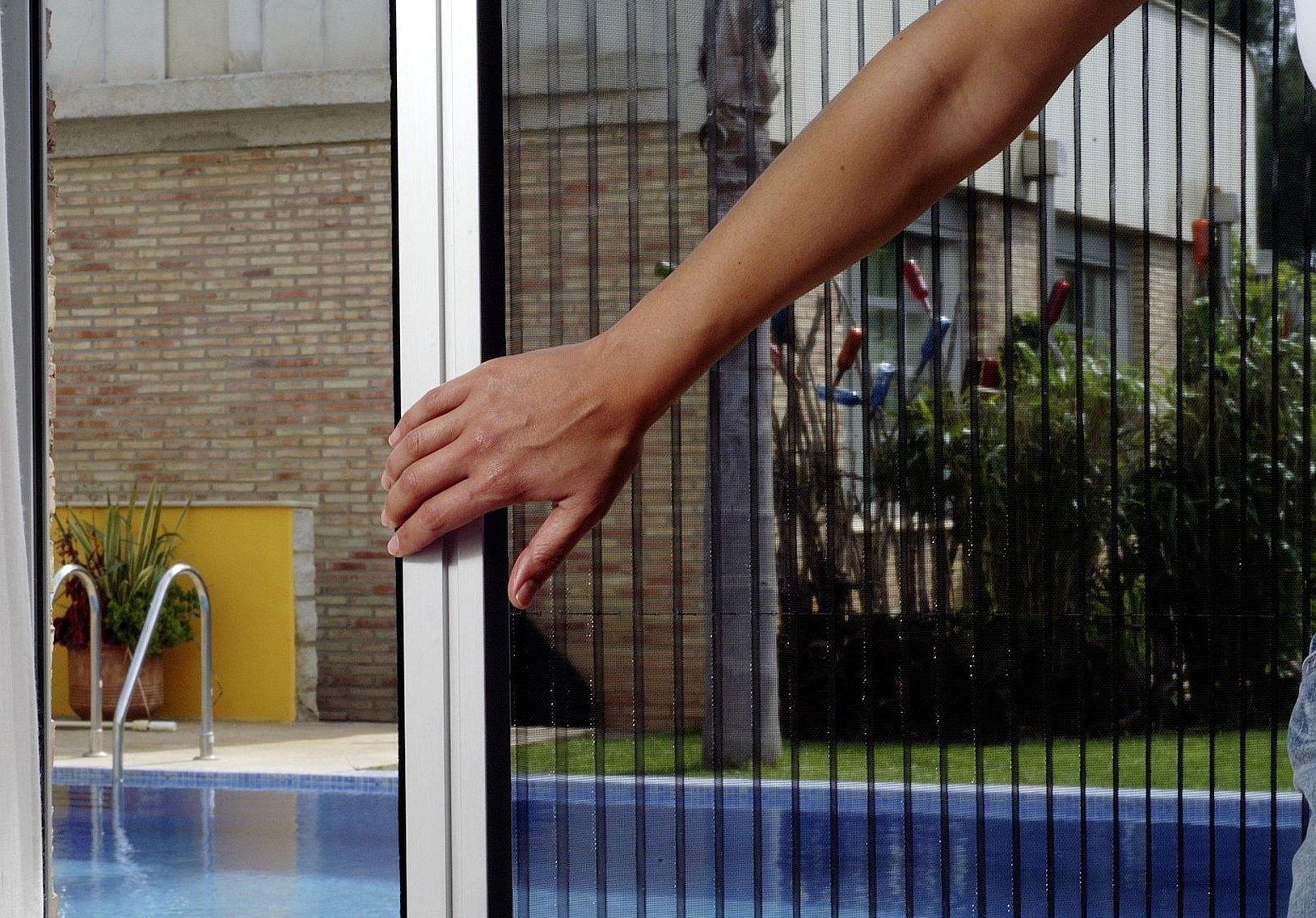 Москитная сетка на пластиковые окна
