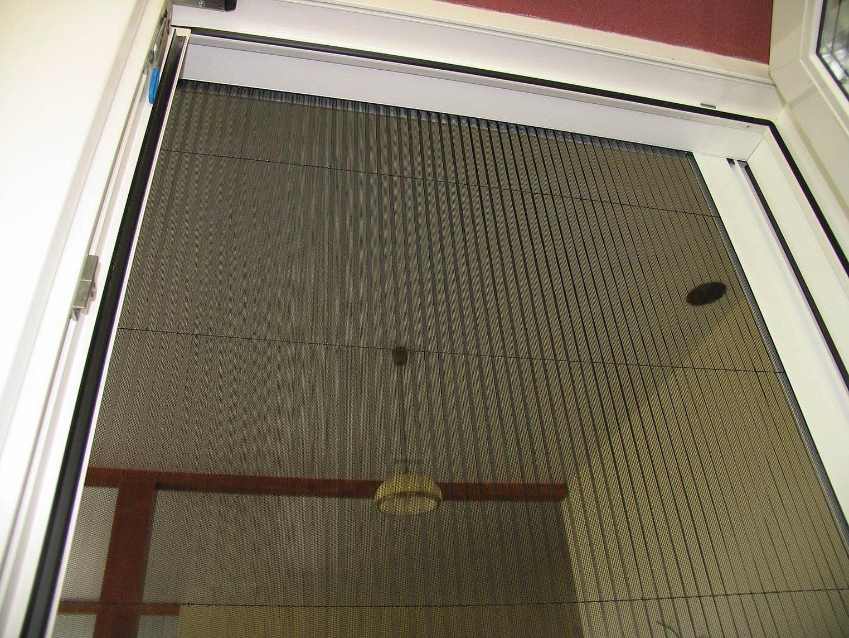 Москитные сетки плиссе на двери