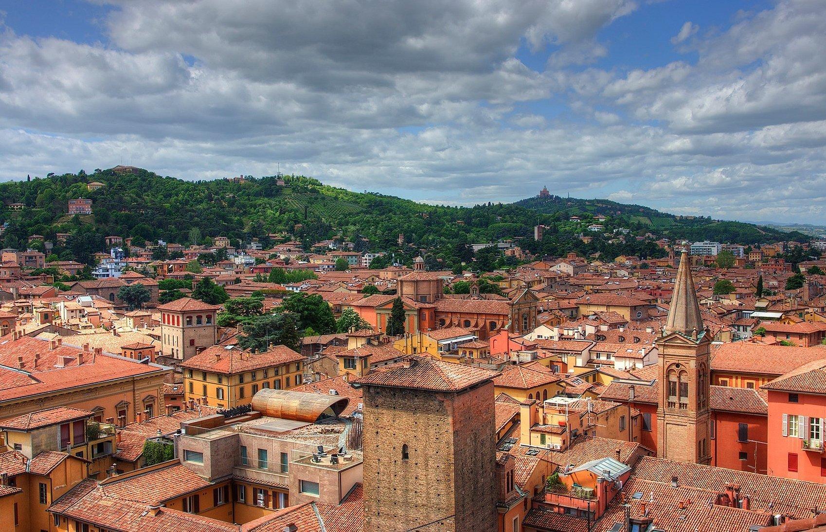 Город болонья италия
