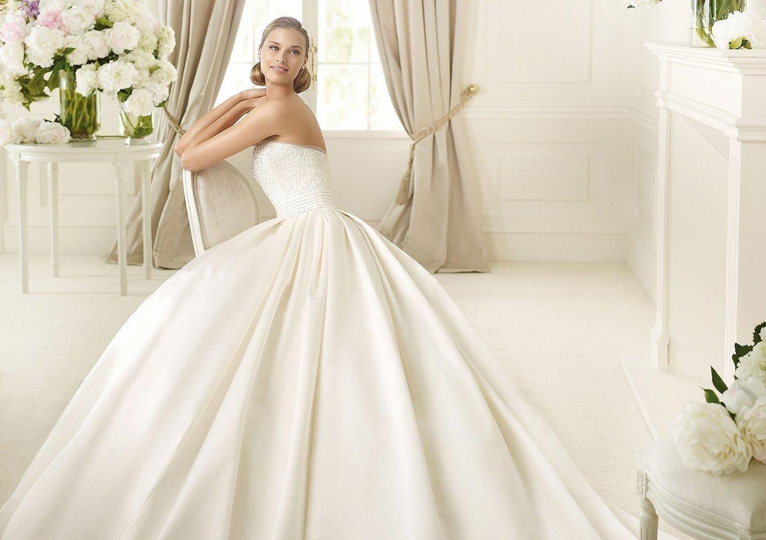 Платье атласное свадебное pronovias