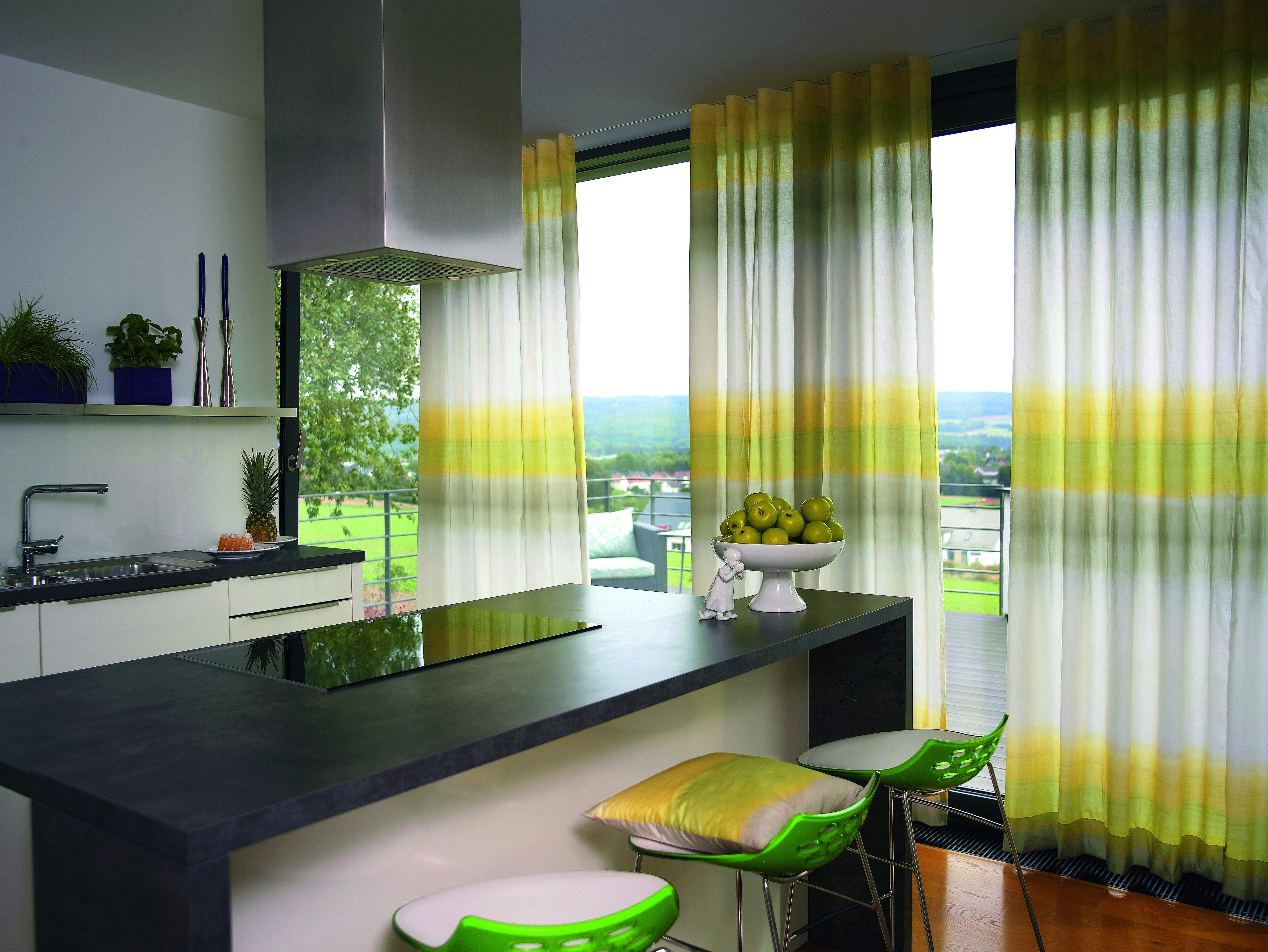 Занавески на кухню зеленые в современном стиле