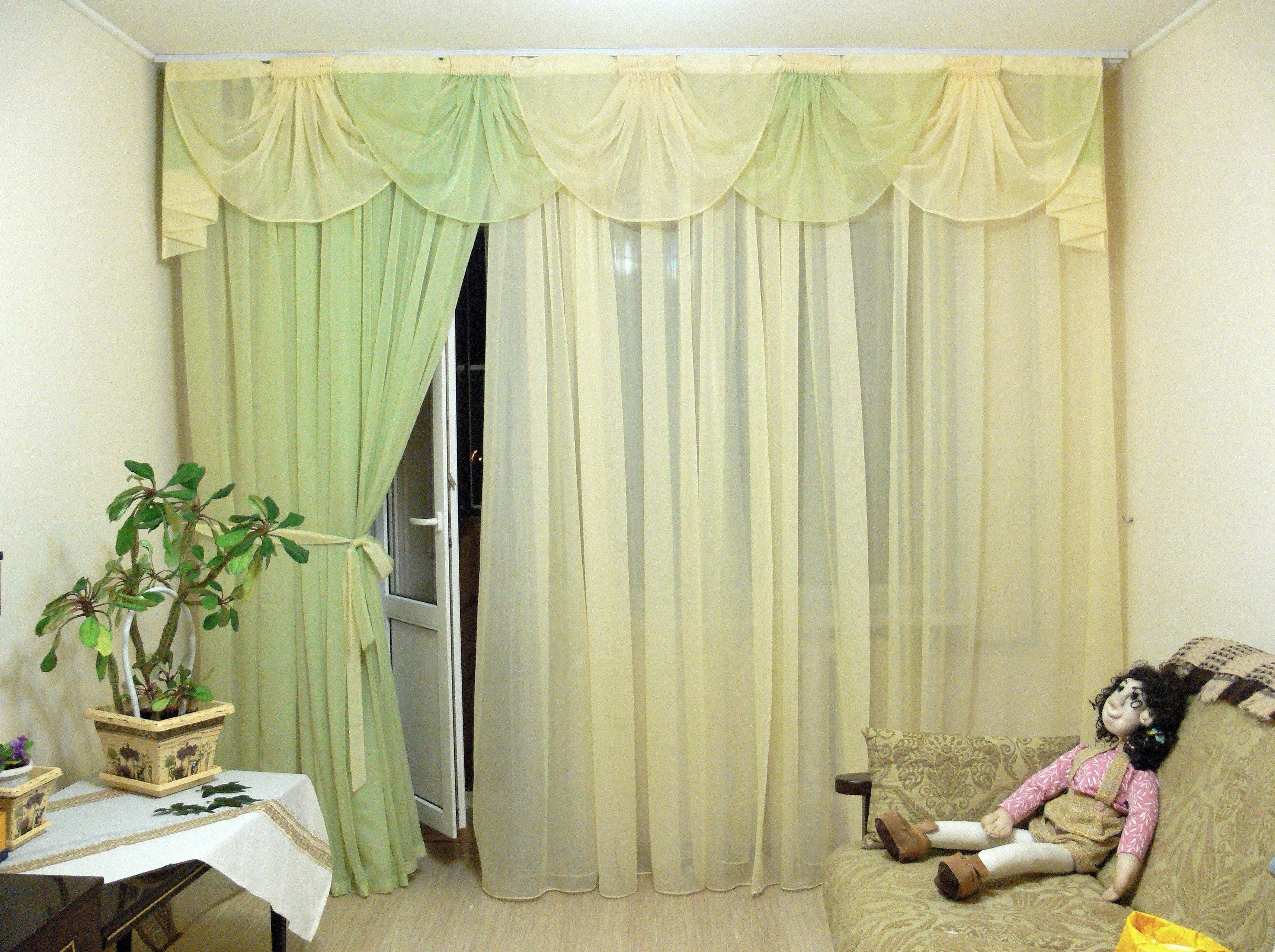 Легкий ламбрекен в спальню из вуали
