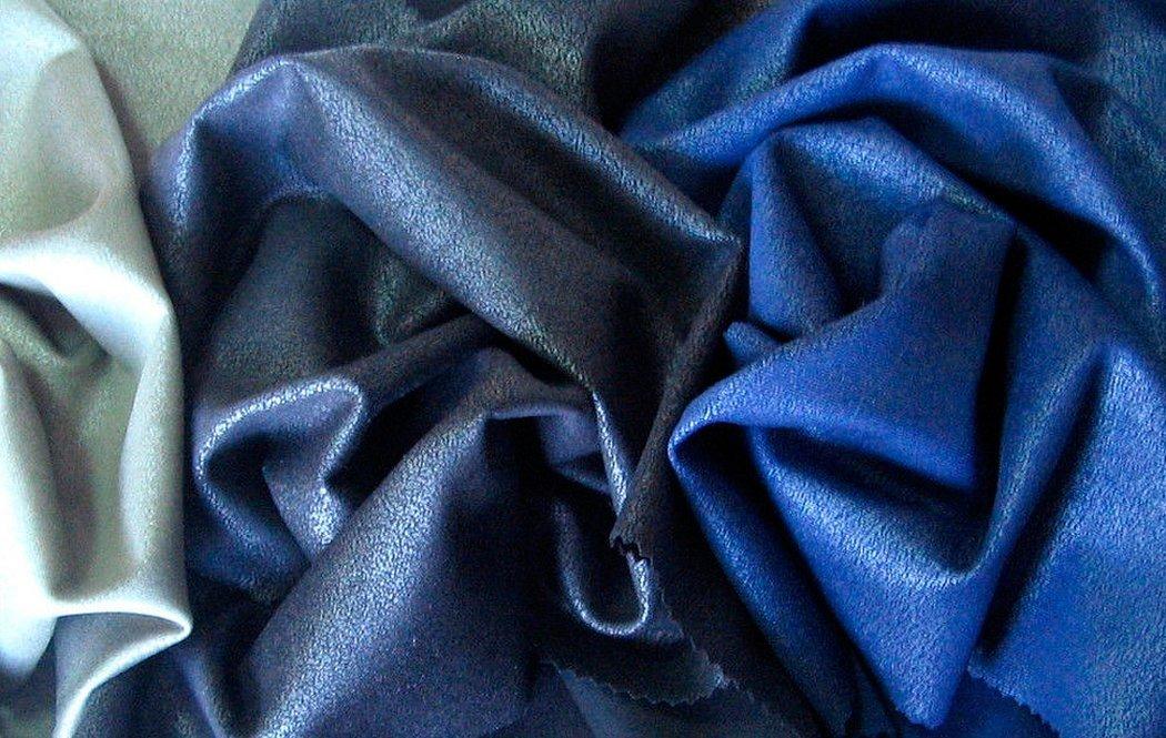 Синяя бархатная ткань