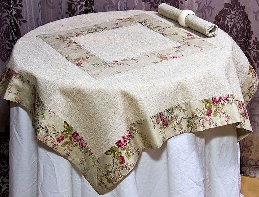 Комплект скатертей с вышивкой