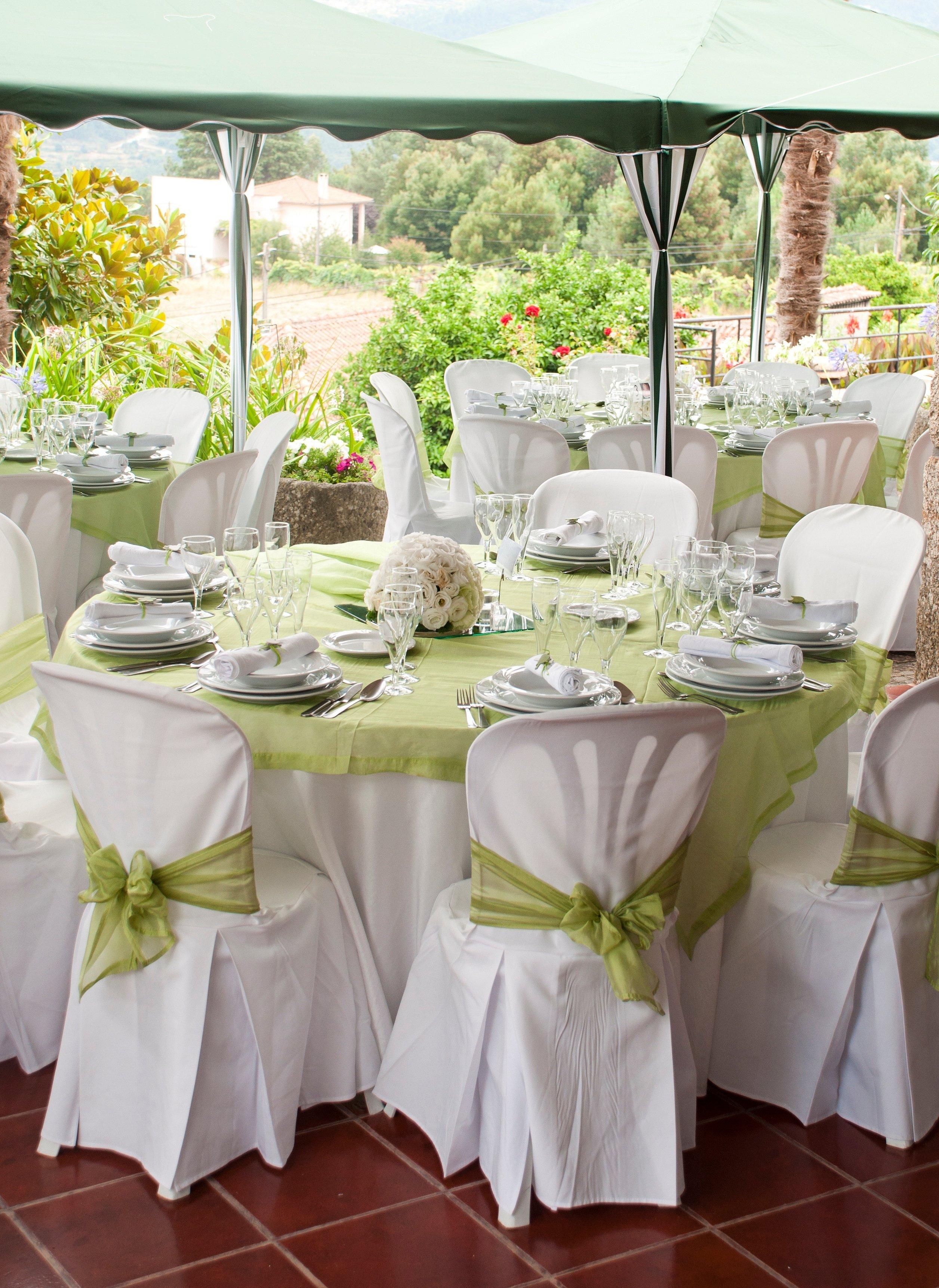Украшение зала на свадьбу в бело зеленых оттенках