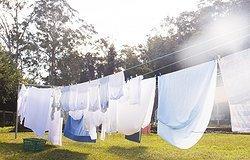 Как быстро высушить одежду: популярные способы