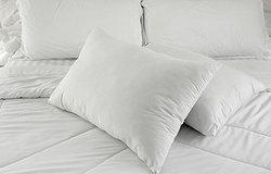 Желтые пятна на подушках: как избавиться?