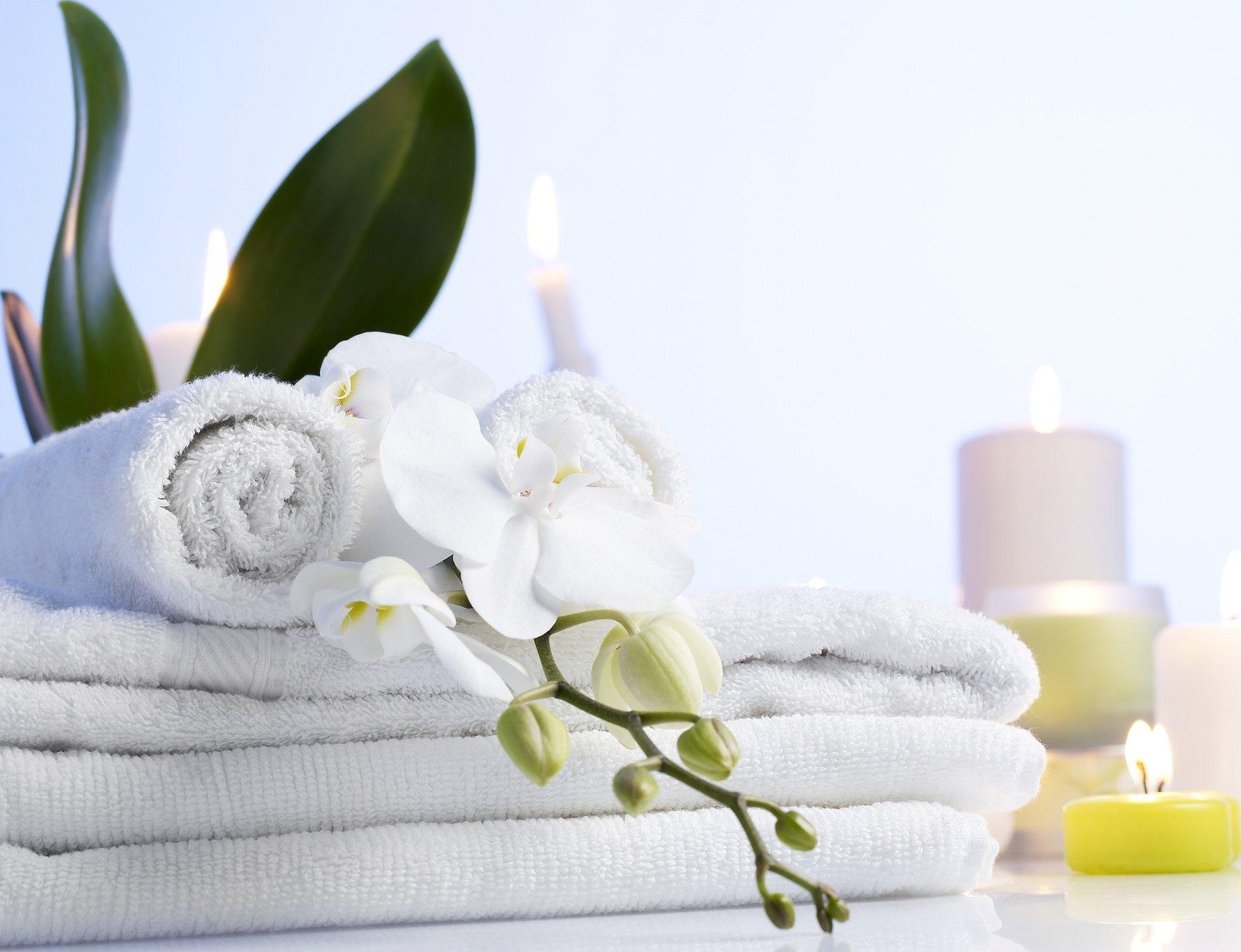 Спа полотенце сверху цветок белый