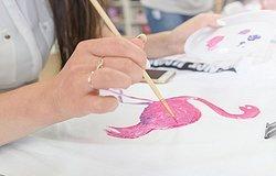 Краски по ткани – какие лучше выбрать для творчества: обзор современных материалов