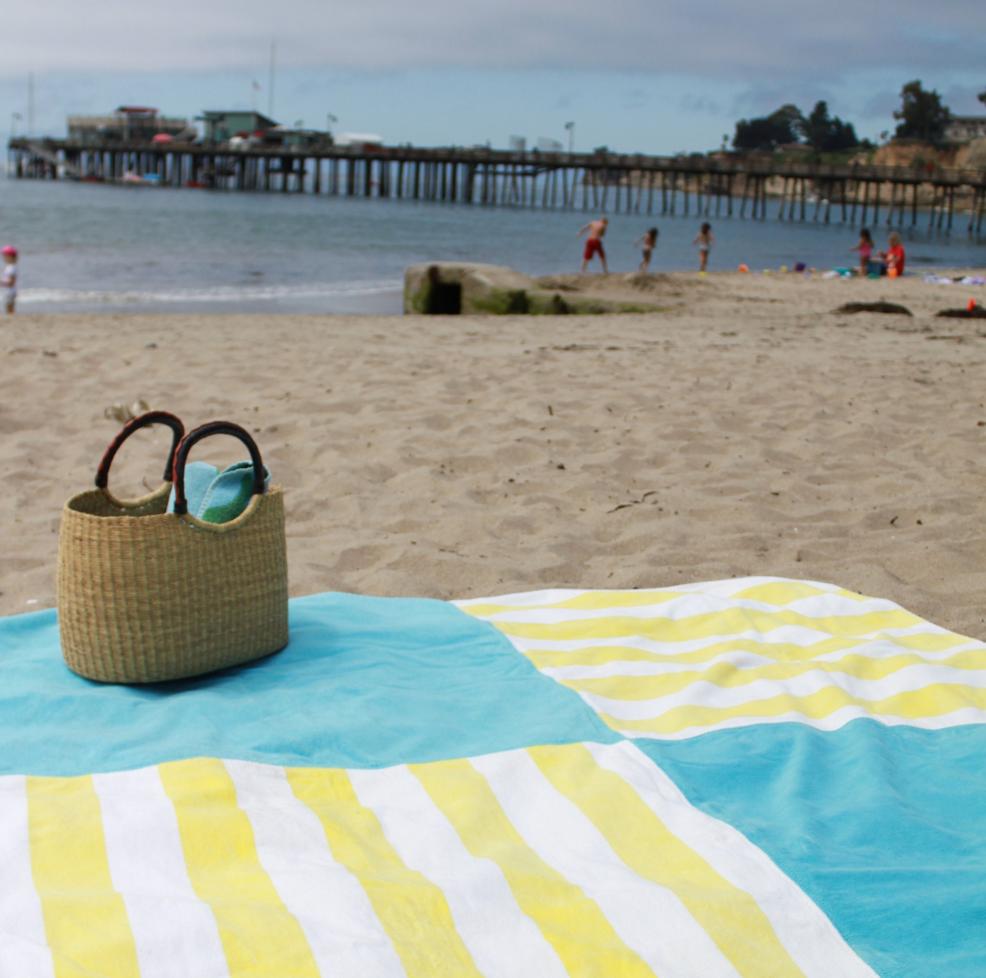Пляжная сумка на песке