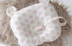 Ортопедическая подушка для новорожденных: с какого возраста нужна и для чего, виды подушек, советы по выбору и использованию