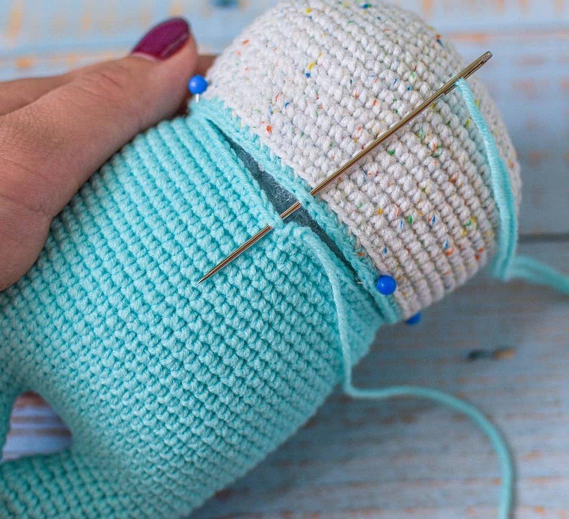 Пришивание вязанных деталей к игрушке амигуруми