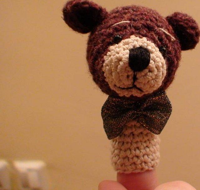 Коричневый медведь игрушка вязаная
