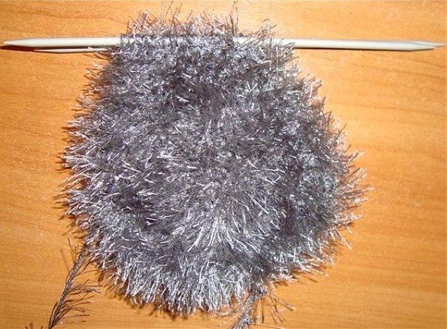 Варежки ёжики вытянутыми петлями спицами
