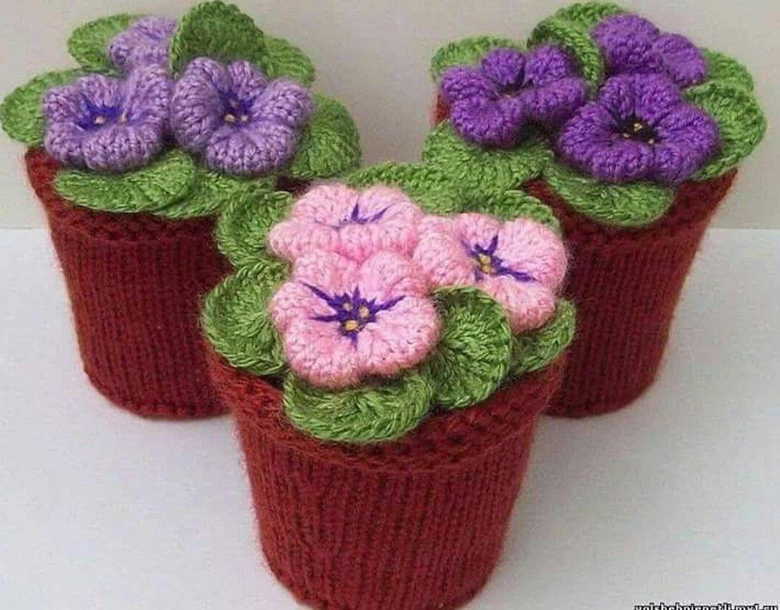 Вязаные цветы крючком в горшочках
