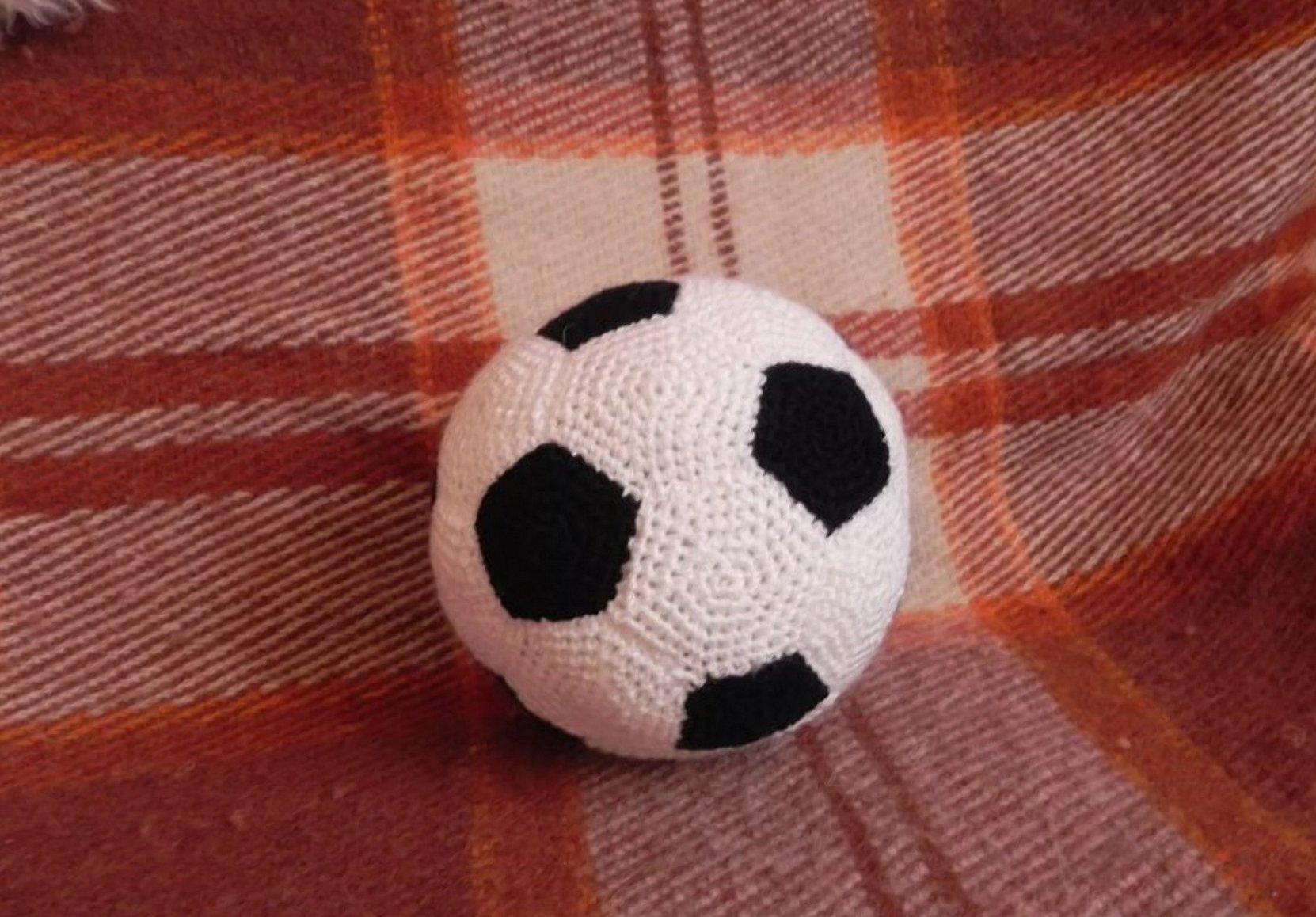 Игрушка амигуруми футбольный мяч