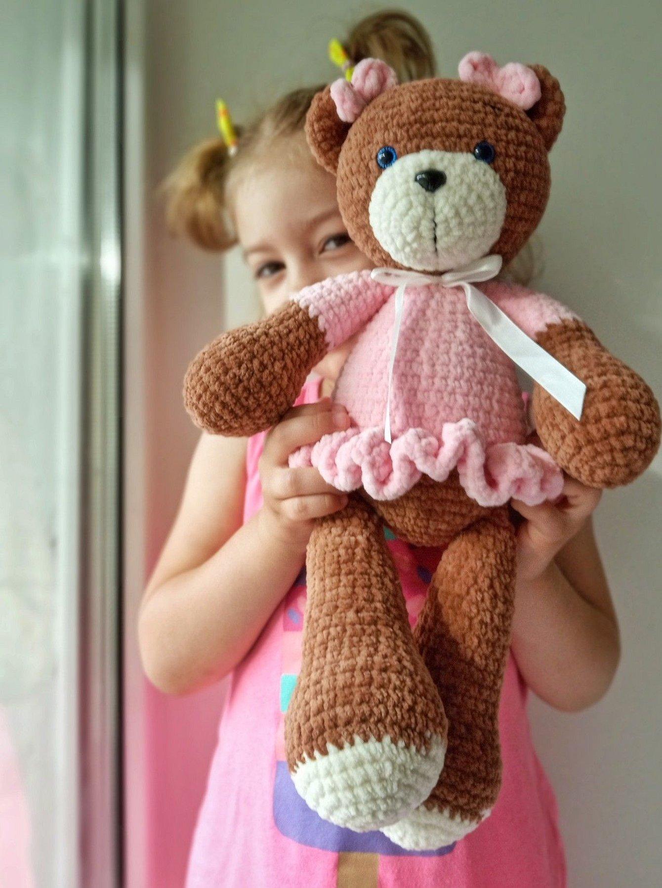 Вязаные большие игрушки с ребенком